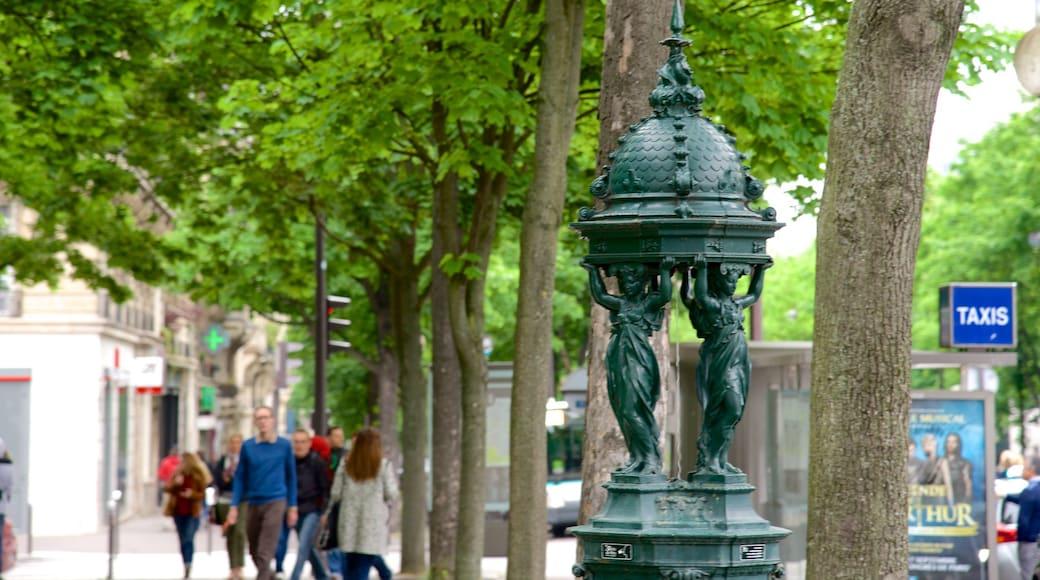 Montparnasse ofreciendo una estatua o escultura