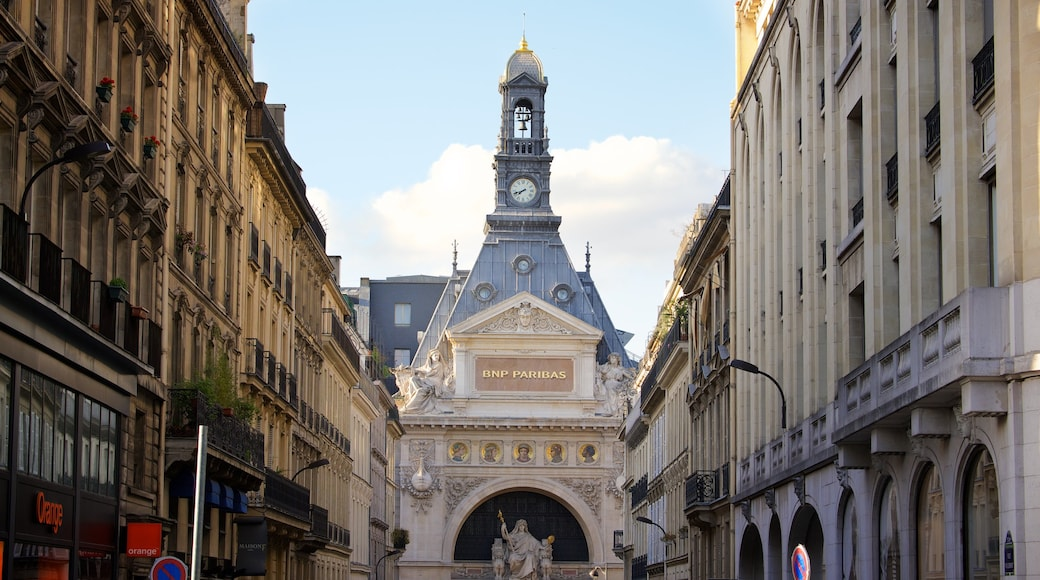 Grands Boulevards which includes a city, an administrative building and heritage architecture
