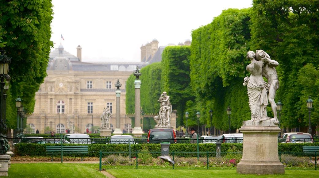 VI Distrito mostrando una estatua o escultura y un parque