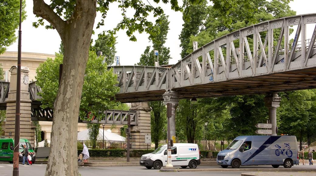 18e arrondissement montrant scènes de rue et pont