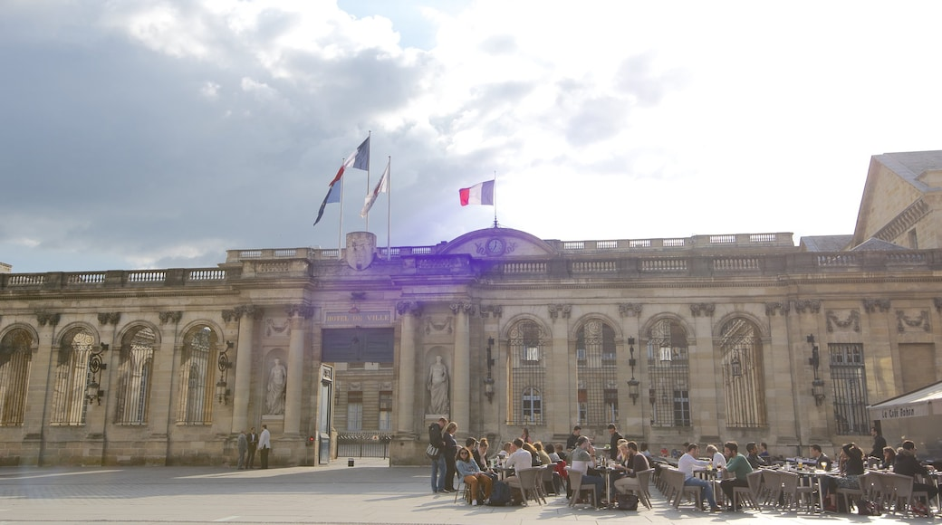 Hotel de Ville which includes outdoor eating, heritage architecture and an administrative building