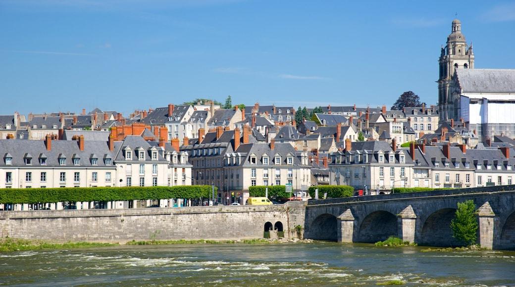 Blois mettant en vedette pont, rivière ou ruisseau et petite ville ou village
