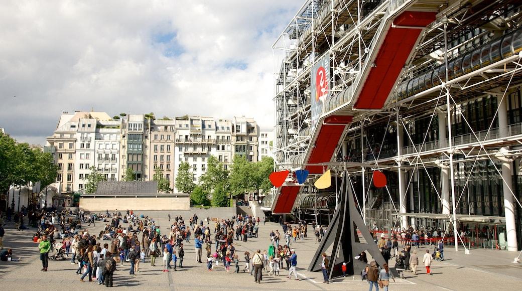 瑪黑區-龐比度-巴黎聖母院 其中包括 廣場 和 現代建築 以及 一大群人