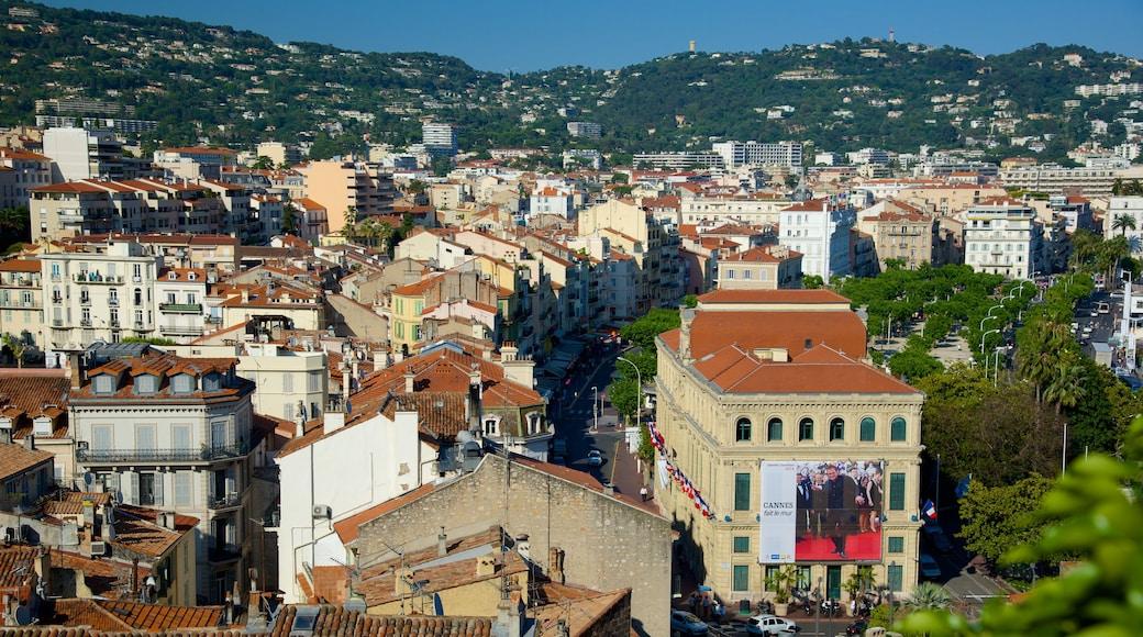 Altstadt von Cannes welches beinhaltet Küstenort