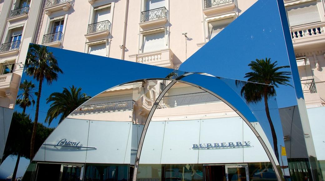 La Croisette che include architettura moderna