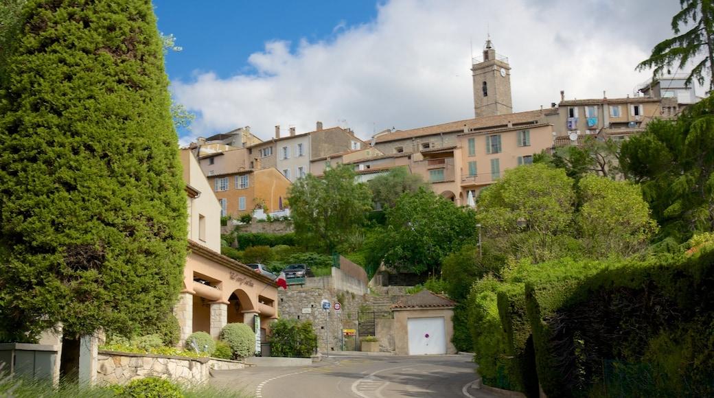 Mougins welches beinhaltet historische Architektur und Kleinstadt oder Dorf