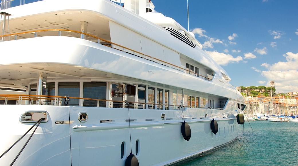 Hafen von Cannes mit einem Bucht oder Hafen und Marina