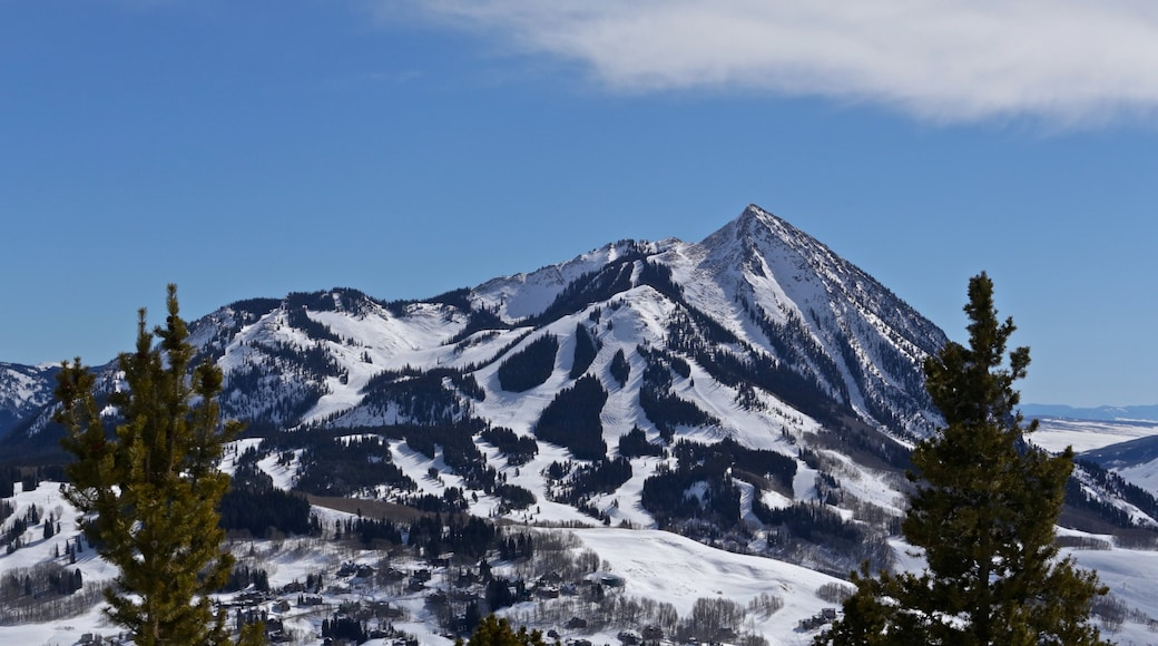 Crested Butte Mountain Resort which includes snow and mountains
