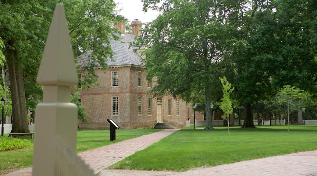 Williamsburg which includes a garden