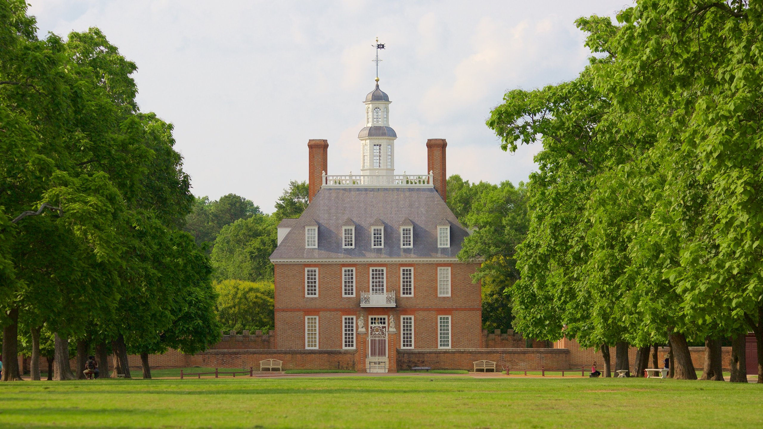 Experience an enlightening introduction to Colonial Williamsburg at this informative center where you can take carriage rides and walking tours among other activities.