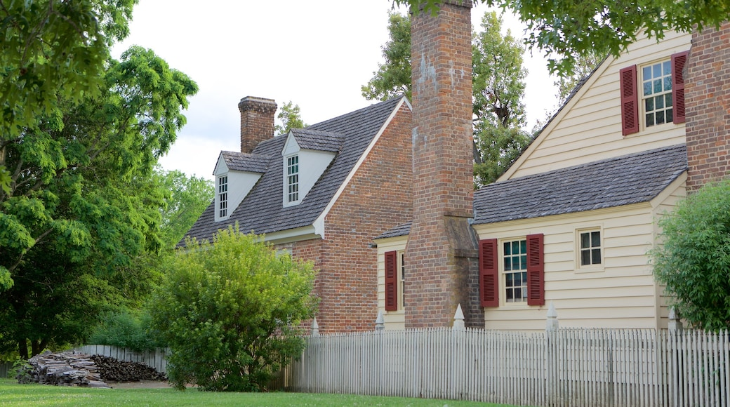 Colonial Williamsburg Visitor Center featuring heritage elements