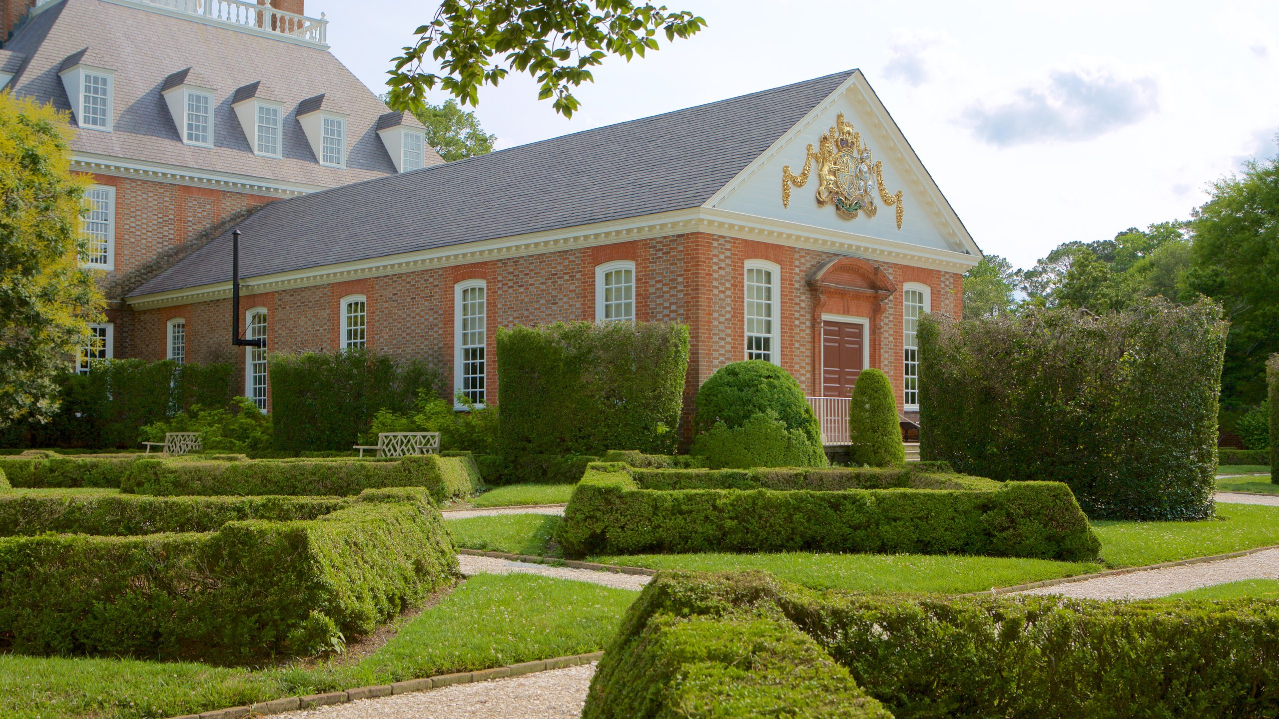 Learn about the local history of Williamsburg with a stop at Colonial Williamsburg. Visit the shops in this family-friendly area, or simply enjoy its restaurants.