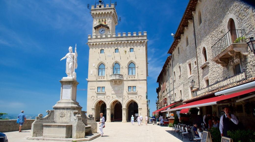 自由廣場 呈现出 行政大樓, 城市 和 廣場