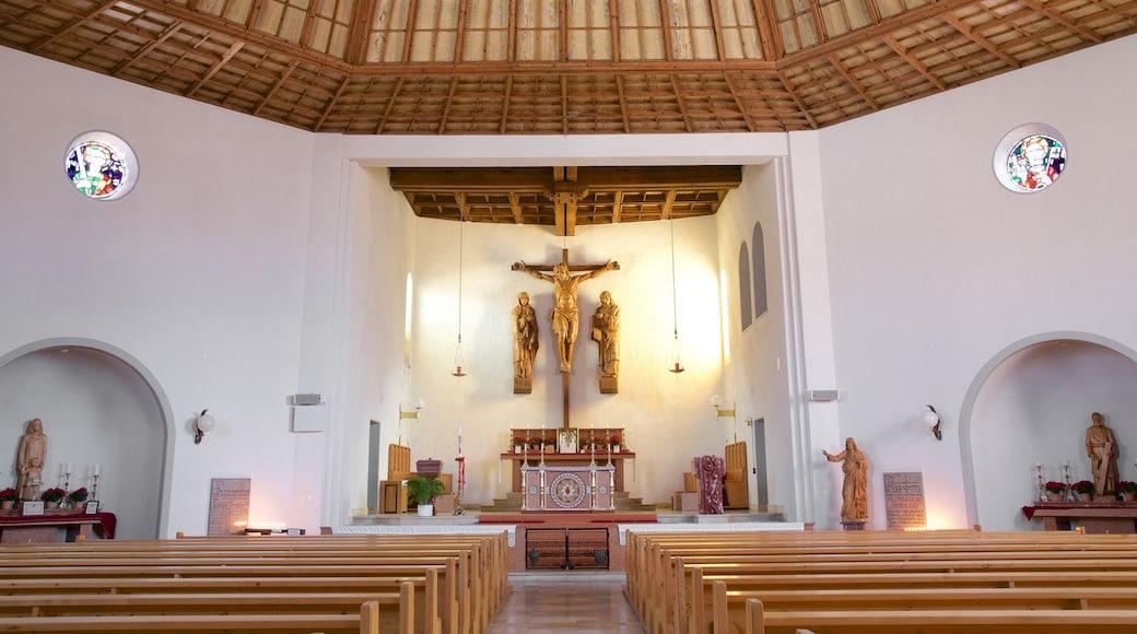 Triesenberg welches beinhaltet Kirche oder Kathedrale, religiöse Elemente und Innenansichten