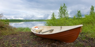 Akaslompolo which includes kayaking or canoeing, tranquil scenes and a river or creek