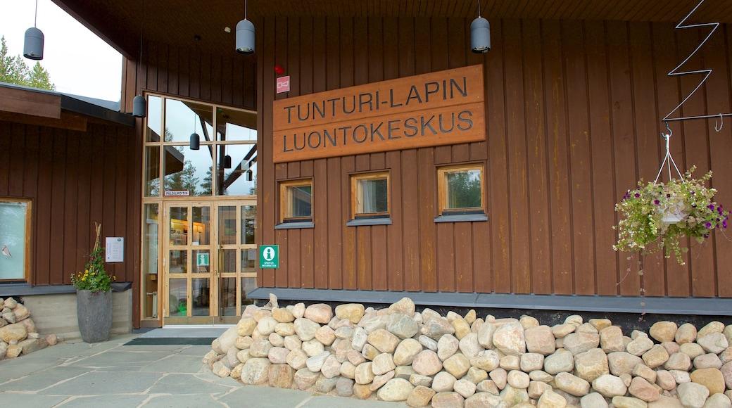 Tunturi-Lapin luontokeskus featuring kyltit
