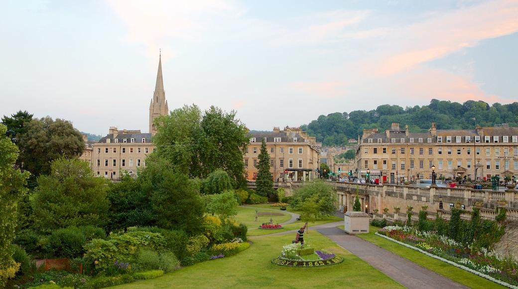 Parade Gardens joka esittää vanha arkkitehtuuri, puutarha ja linna tai palatsi