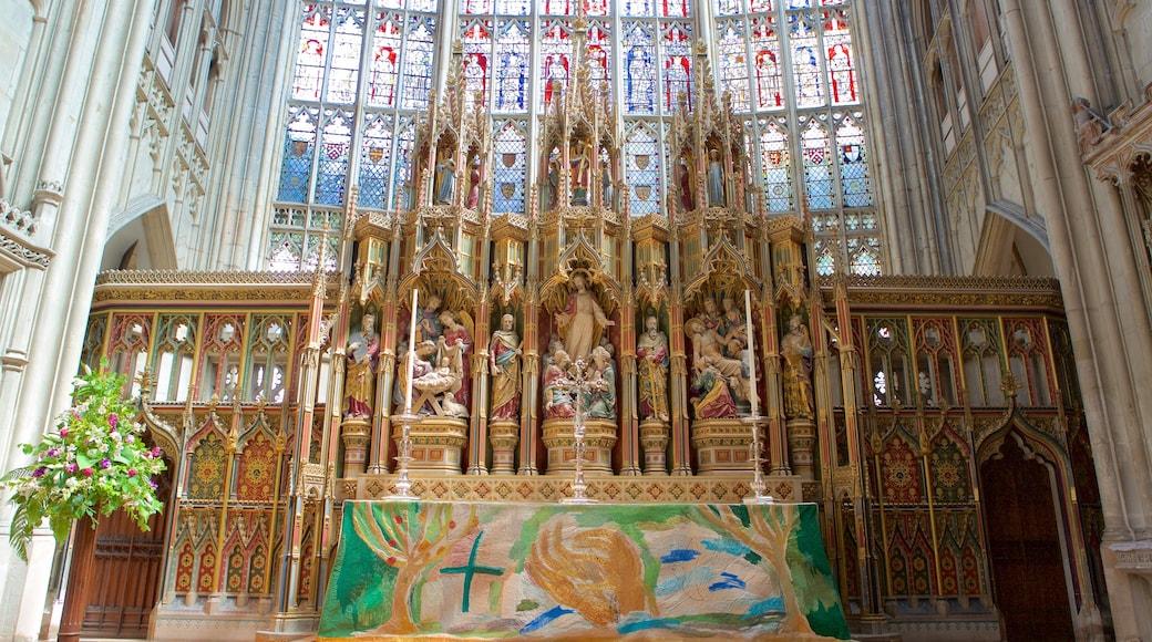 Gloucester Cathedral mit einem Kunst, Innenansichten und religiöse Elemente