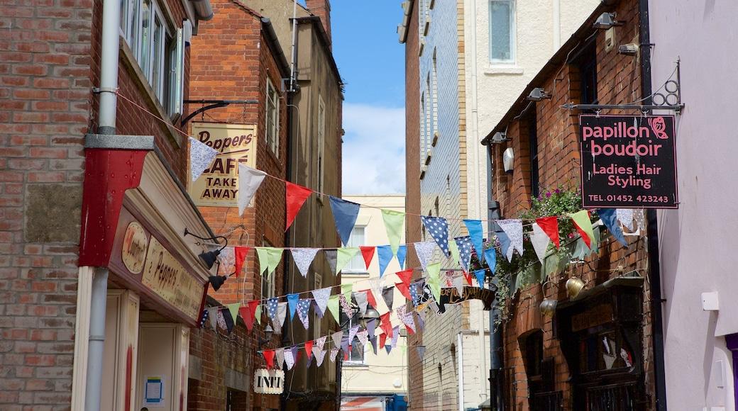 Gloucester welches beinhaltet Stadt und Beschilderung