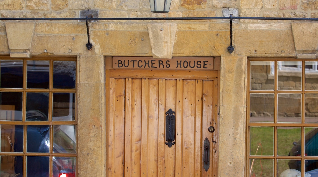 Chipping Campden featuring signage