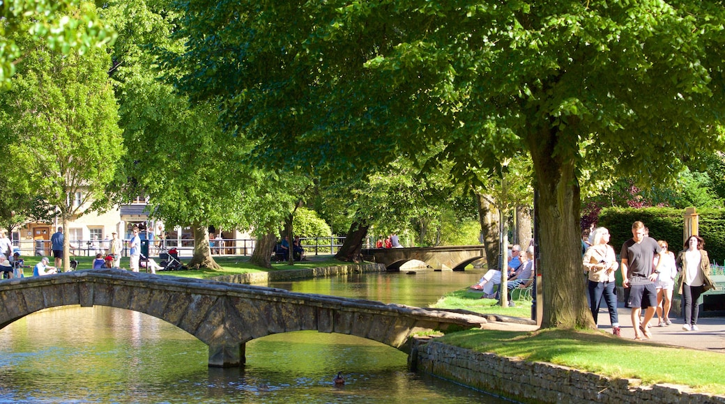 Bourton-on-Water showing a river or creek, a park and a bridge