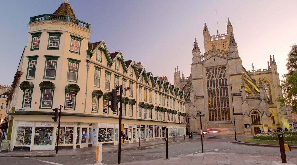 Bath Abbey which includes a church or cathedral, heritage architecture and street scenes