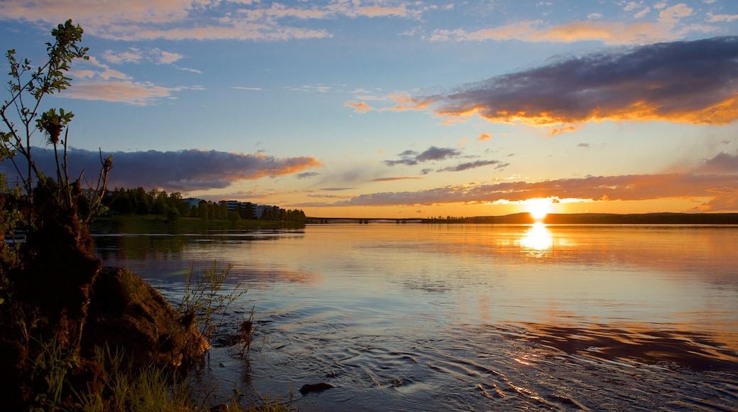 Rovaniemi johon kuuluu auringonlasku, maisemat ja joki tai puro