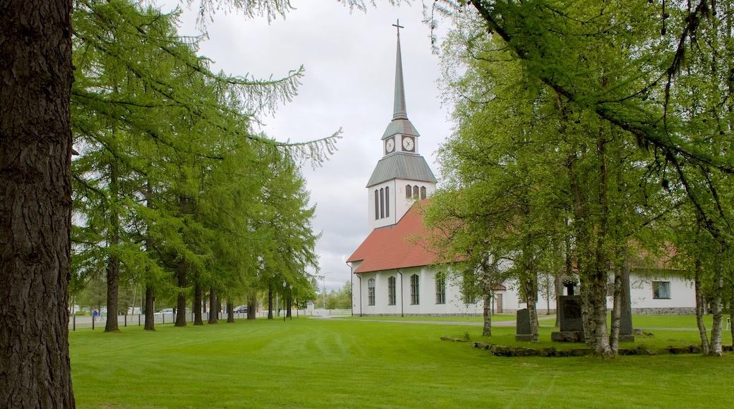 Kuusamon kirkko joka esittää puisto, uskonnolliset kohteet ja kirkko tai katedraali