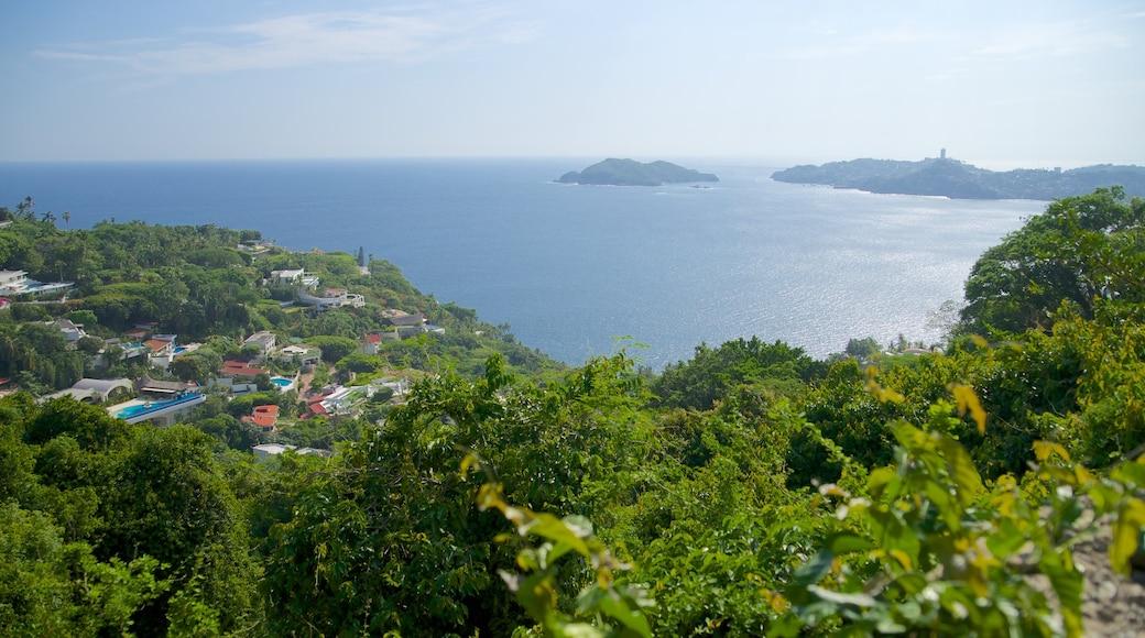 Acapulco ofreciendo vistas generales de la costa, una ciudad costera y vistas de paisajes