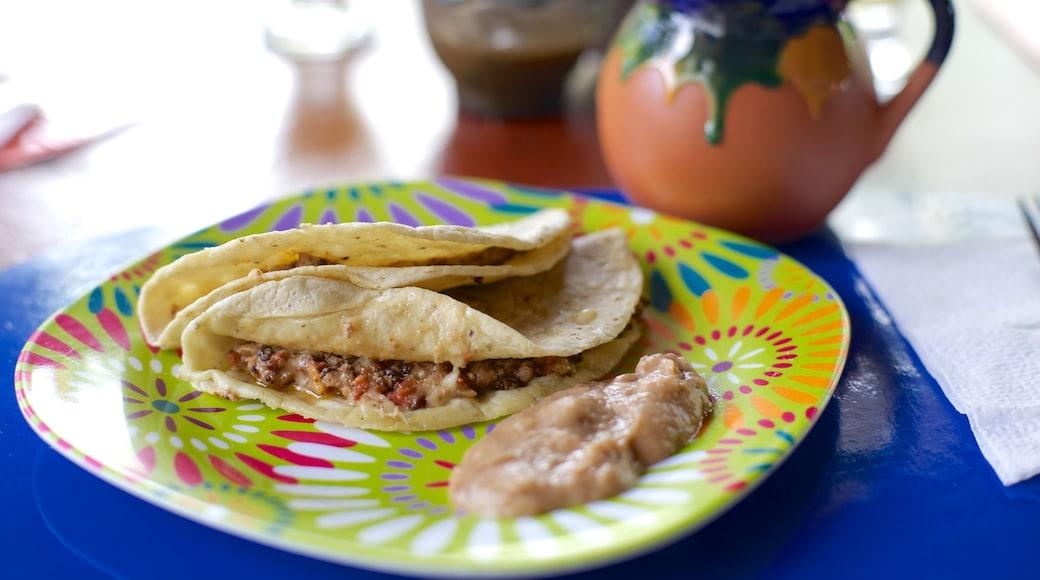 Nuevo Vallarta showing food