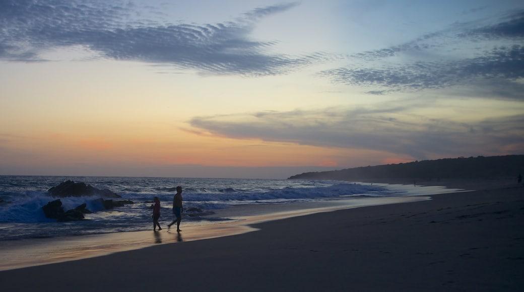 Playa Bacocho que incluye una playa, una puesta de sol y vistas de paisajes