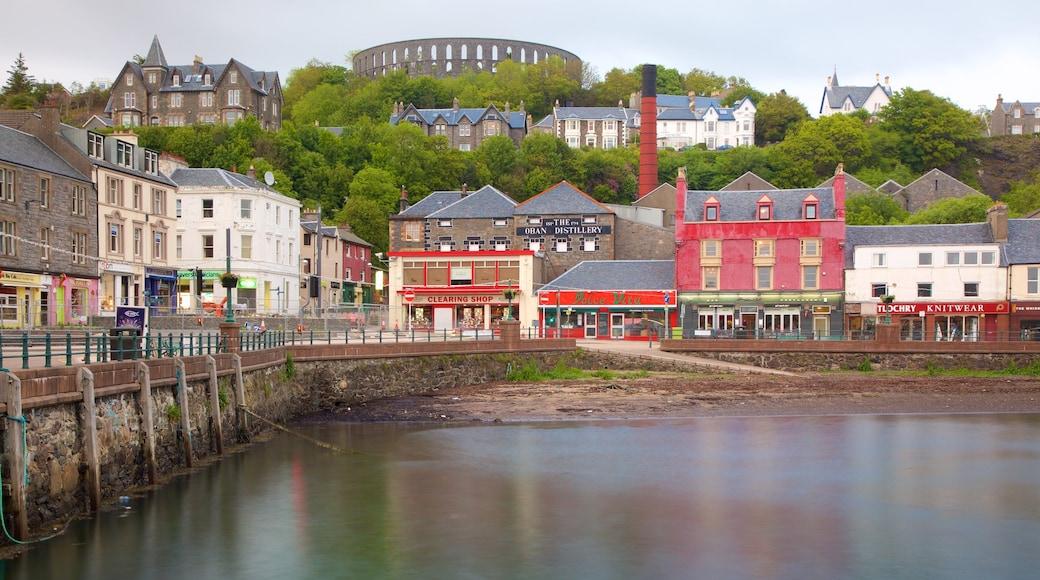Oban showing a coastal town