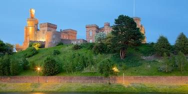 Inverness Castle welches beinhaltet Palast oder Schloss, Fluss oder Bach und Geschichtliches