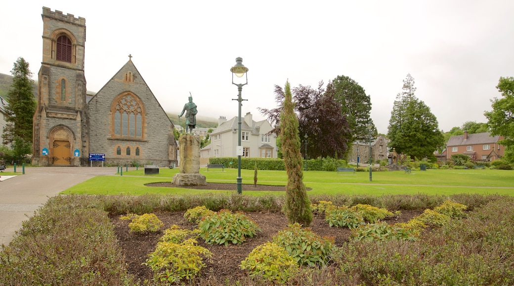 Fort William featuring a garden, heritage architecture and a statue or sculpture