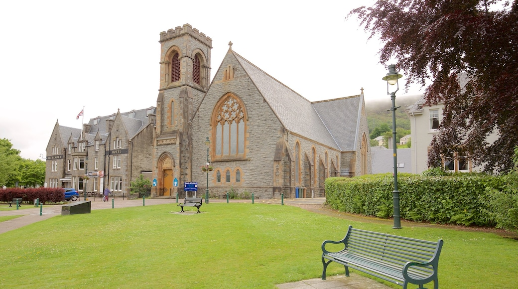 Fort William which includes a garden, heritage architecture and heritage elements