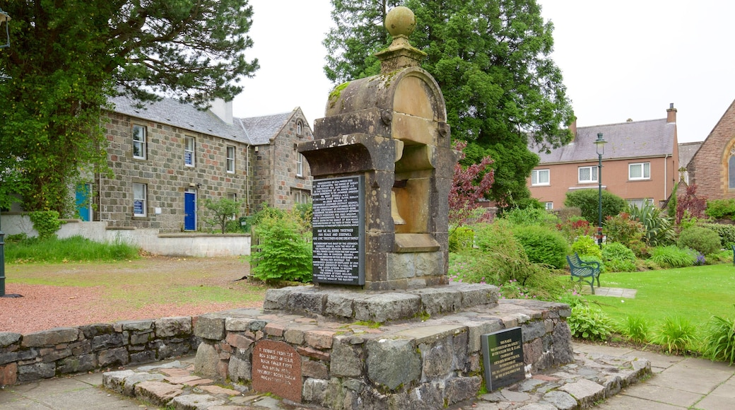 Fort William showing heritage elements, a monument and a statue or sculpture