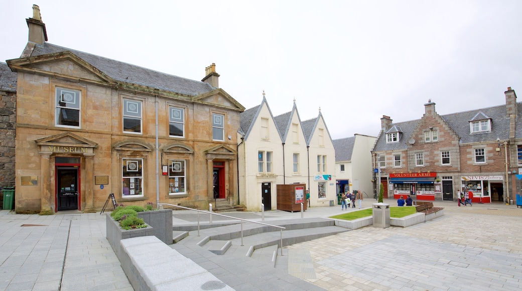 Fort William which includes a square or plaza