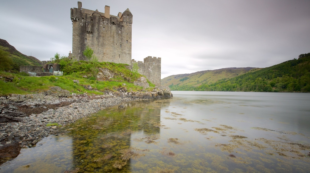Eilean Donan Castle which includes château or palace, heritage elements and a river or creek