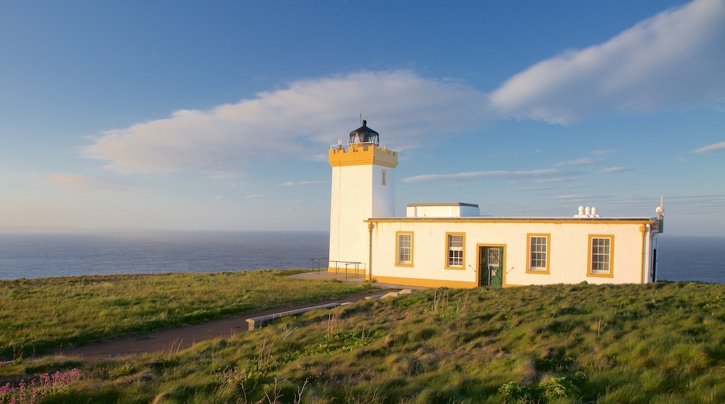 Duncansby Head showing general coastal views and a lighthouse