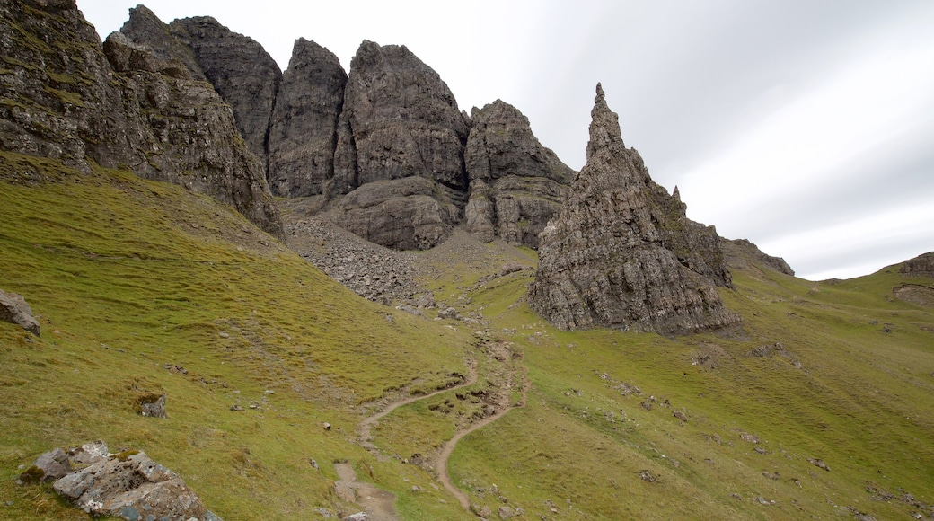 Old Man of Storr showing tranquil scenes and mountains