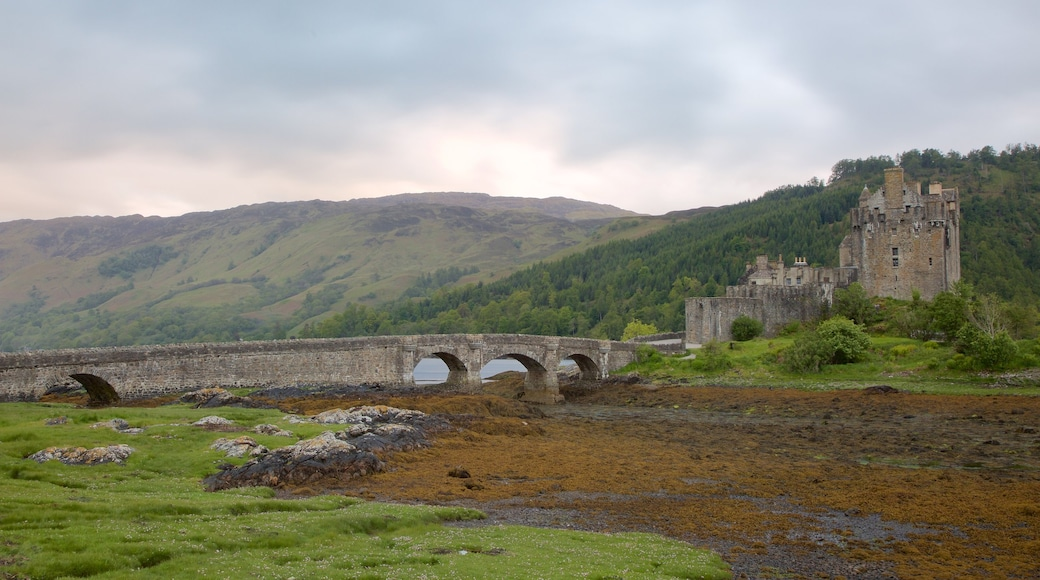 Eilean Donan Castle showing a lake or waterhole, heritage elements and a bridge