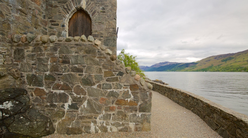 Eilean Donan Castle showing a lake or waterhole, a castle and tranquil scenes