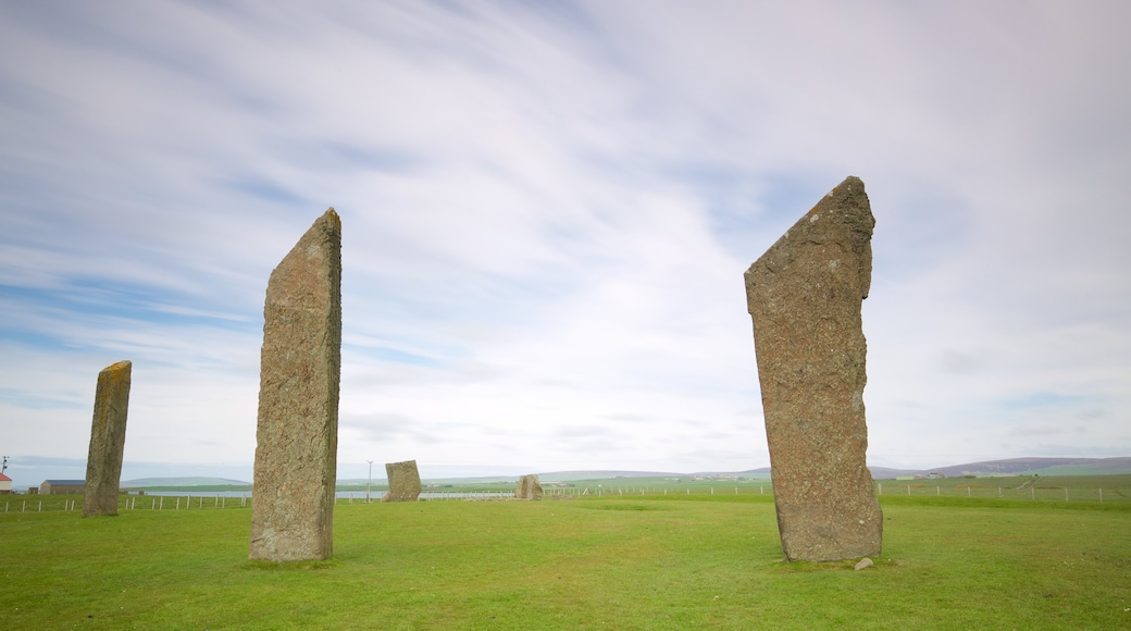 Standing Stones of Stenness featuring general coastal views, tranquil scenes and a monument
