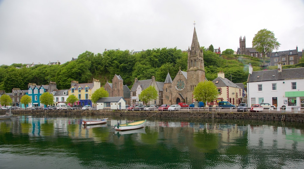 Isle of Mull showing a coastal town, heritage elements and a church or cathedral