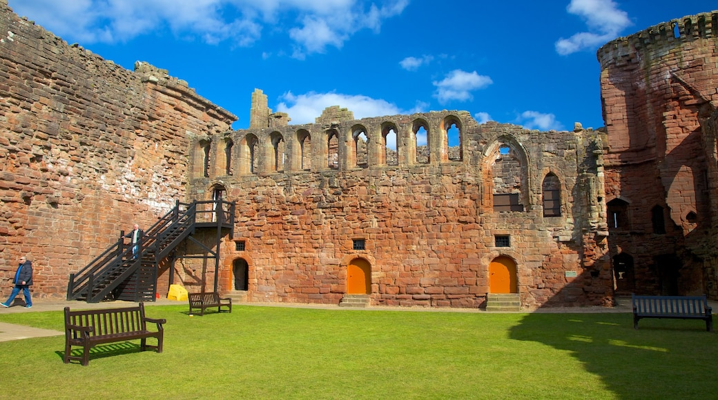 Bothwell Castle which includes heritage elements, a castle and heritage architecture