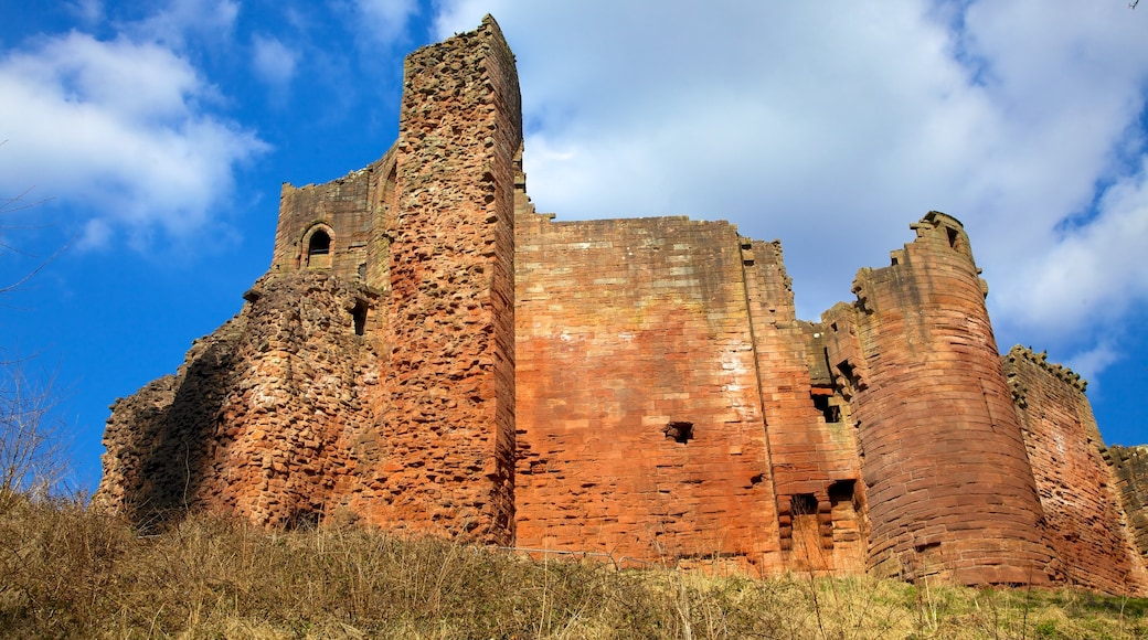 Bothwell Castle featuring heritage architecture, château or palace and heritage elements