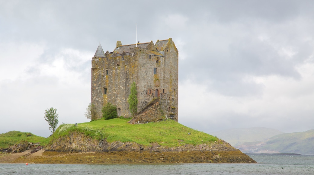Castle Stalker featuring heritage architecture, heritage elements and château or palace