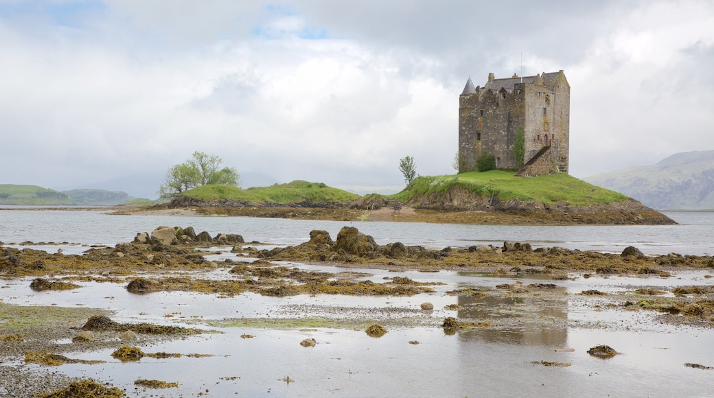 Castle Stalker showing a castle, heritage elements and heritage architecture
