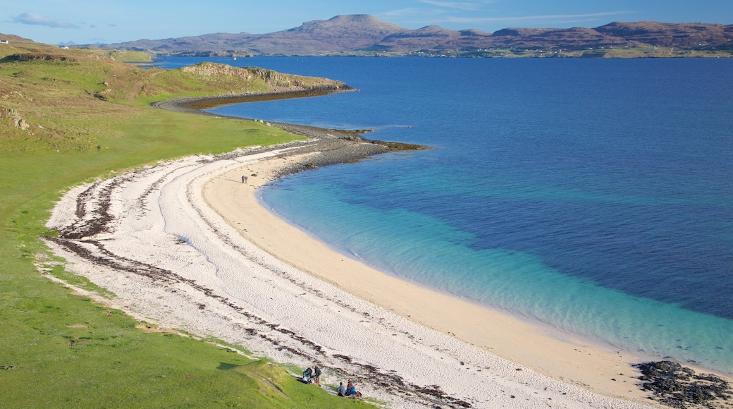 Isle of Skye showing a sandy beach and tranquil scenes