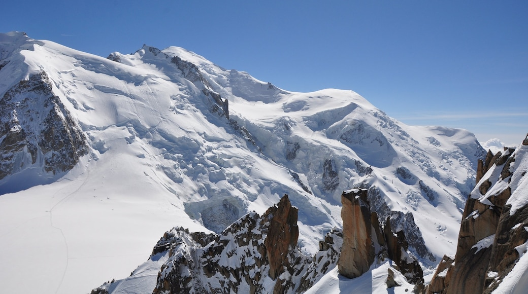 Mont Blanc showing tranquil scenes, mountains and snow